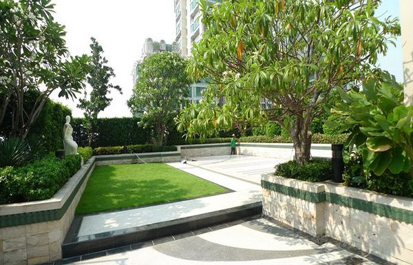 The-Address-Chidlom-condo-Bangkok-rooftop-garden
