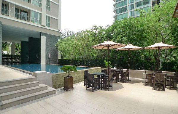 The-Address-Chidlom-condo-Bangkok-swimmingpool-3