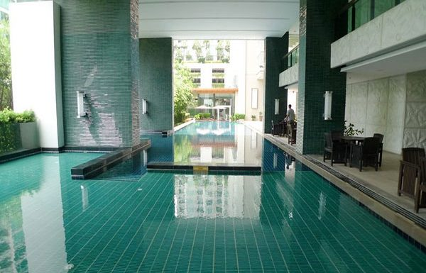 The-Address-Chidlom-condo-Bangkok-swimmingpool-4